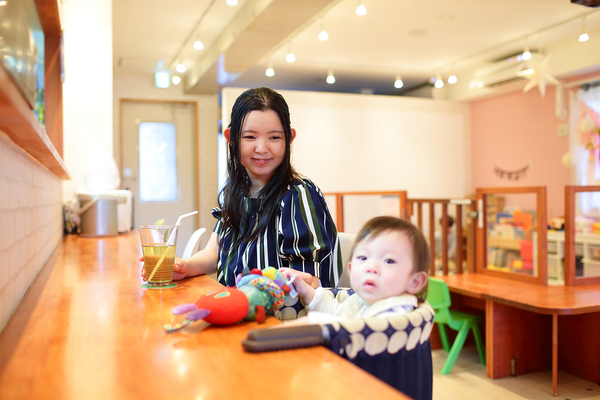親と子が一緒に楽しめる場所!『親子カフェ』ってどんなところ?